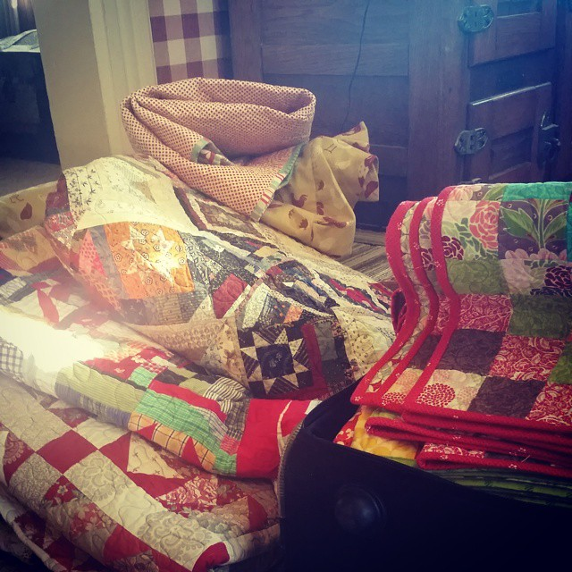 Packing the quilts! #joscountryjunction